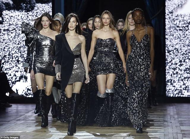 Bella Hadid sải bước quyến rũ và cá tính  - 7