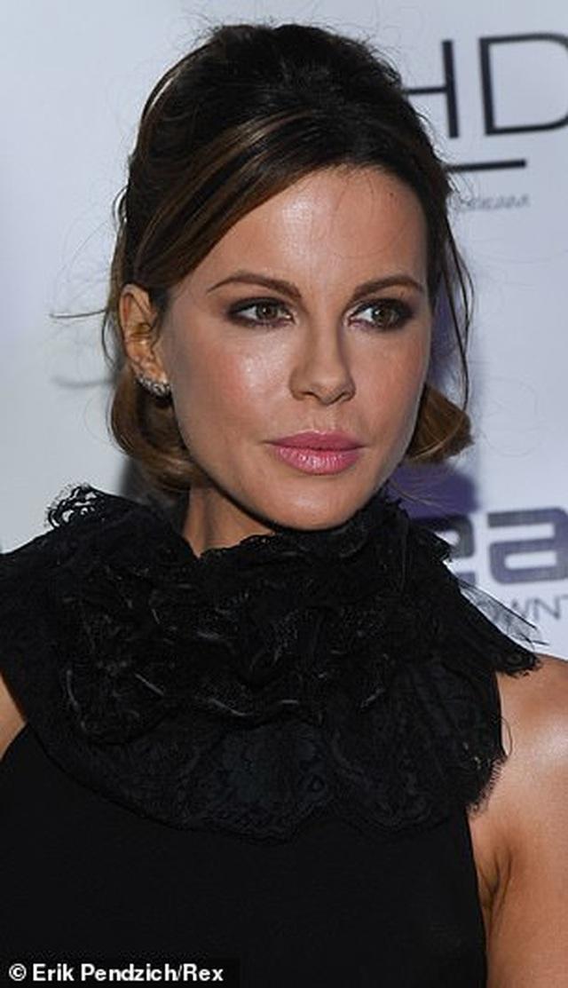 Kate Beckinsale trẻ trung đáng kinh ngạc ở tuổi 46 - 15