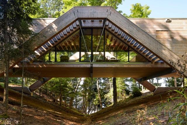 Độc đáo ngôi nhà có kiến trúc như một... cây cầu  - 1