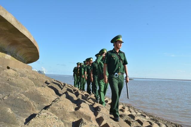 Bộ đội Biên phòng luôn vững lòng tin, chắc tay súng bảo vệ chủ quyền - 2