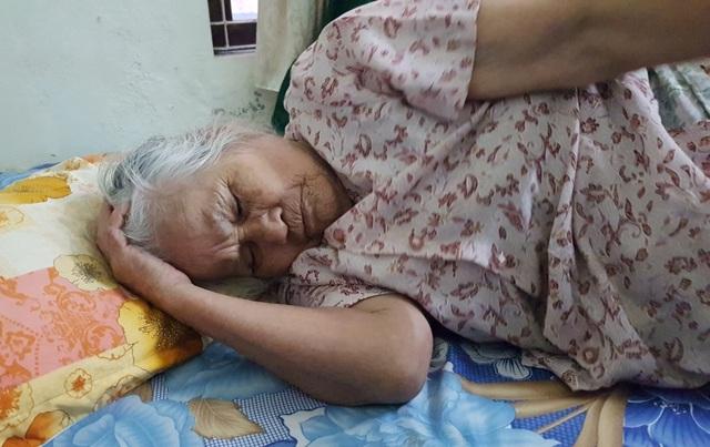 Dự án xây dựng cao cấp làm nhà dân đổ sập trần, đè cụ bà 86 tuổi bất tỉnh! - 4