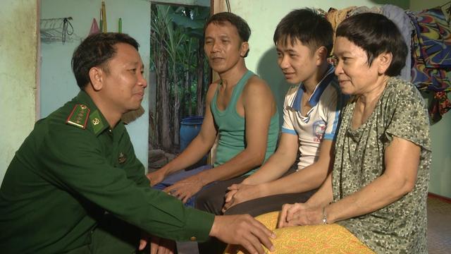 Nghĩa tình của chiến sĩ mang quân hàm xanh với học sinh nghèo - 1
