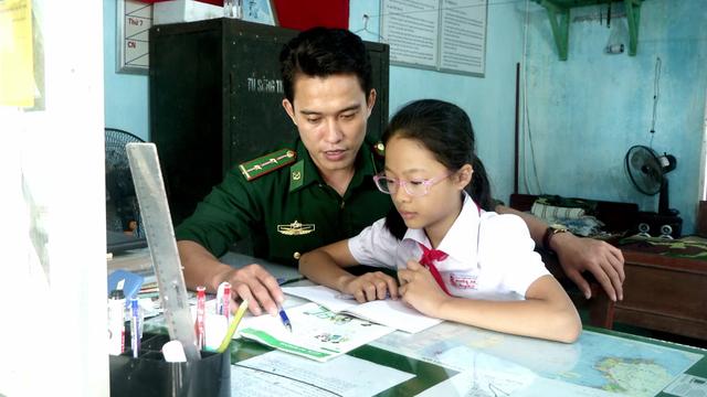 Nghĩa tình của chiến sĩ mang quân hàm xanh với học sinh nghèo - 2