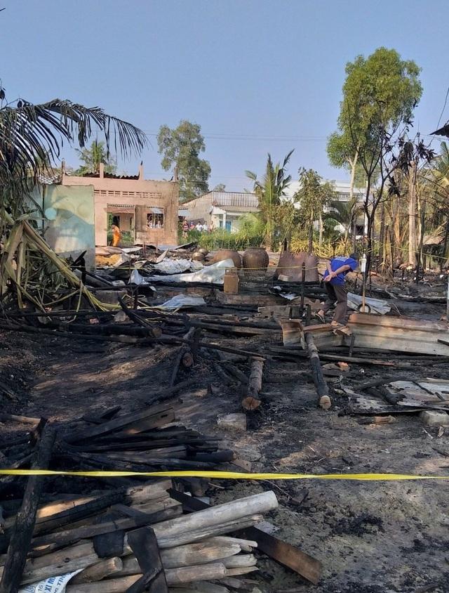 Cháy lớn thiêu rụi 3 căn nhà, 1 người tử vong - 2