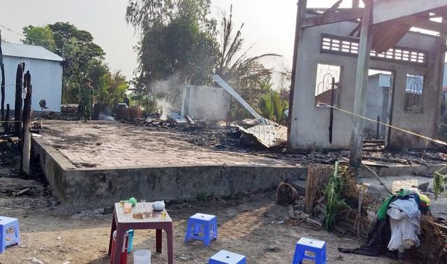 Cháy lớn thiêu rụi 3 căn nhà, 1 người tử vong - 1