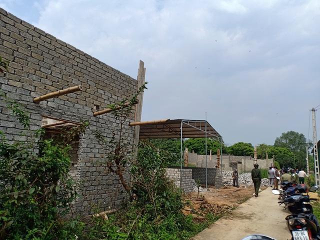 Dự án vừa có chủ trương, dân đua nhau xây nhà, cơi nới trái phép để được đền bù - 1