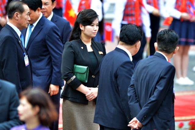 Những phụ nữ quyền lực tháp tùng Chủ tịch Triều Tiên tới Việt Nam là ai? - 9