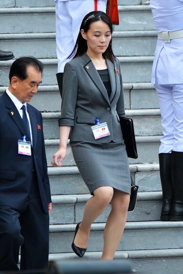 Những phụ nữ quyền lực tháp tùng Chủ tịch Triều Tiên tới Việt Nam là ai? - 5