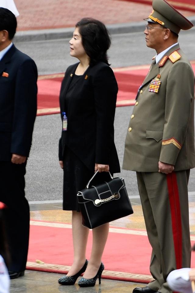 Những phụ nữ quyền lực tháp tùng Chủ tịch Triều Tiên tới Việt Nam là ai? - 14