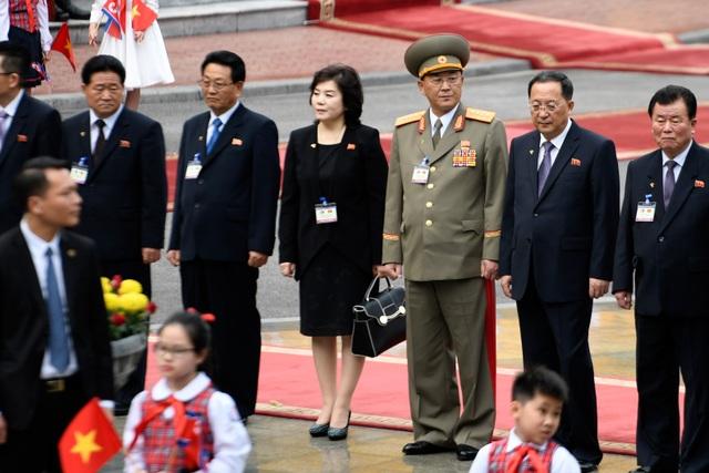 Những phụ nữ quyền lực tháp tùng Chủ tịch Triều Tiên tới Việt Nam là ai? - 12