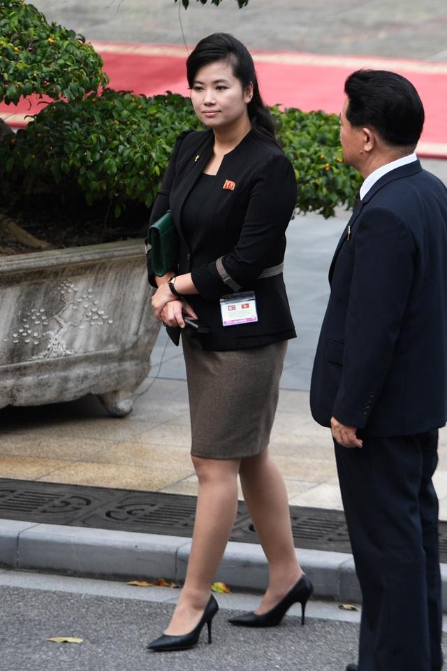 Những phụ nữ quyền lực tháp tùng Chủ tịch Triều Tiên tới Việt Nam là ai? - 6