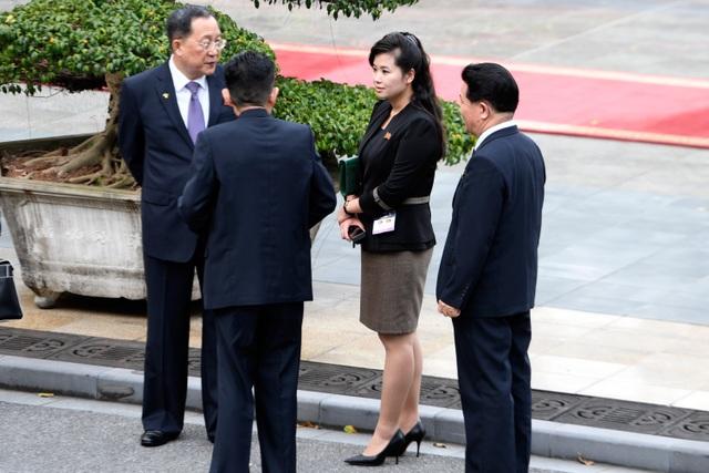 Những phụ nữ quyền lực tháp tùng Chủ tịch Triều Tiên tới Việt Nam là ai? - 8