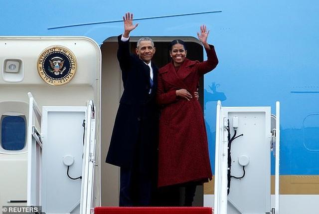 Bà Obama khóc suốt 30 phút trong chuyến bay cuối cùng trên Không lực Một - 1