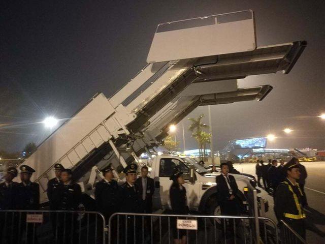 Xe thang chuyên cơ của Tổng thống Trump trục trặc tại sân bay - 3