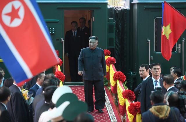 Những khoảnh khắc đẹp của Chủ tịch Kim Jong-un tại Việt Nam trên báo chí quốc tế - 1