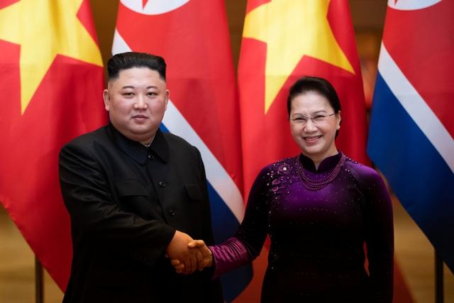 Những khoảnh khắc đẹp của Chủ tịch Kim Jong-un tại Việt Nam trên báo chí quốc tế - 18