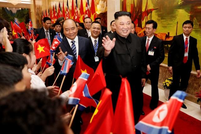 Những khoảnh khắc đẹp của Chủ tịch Kim Jong-un tại Việt Nam trên báo chí quốc tế - 17