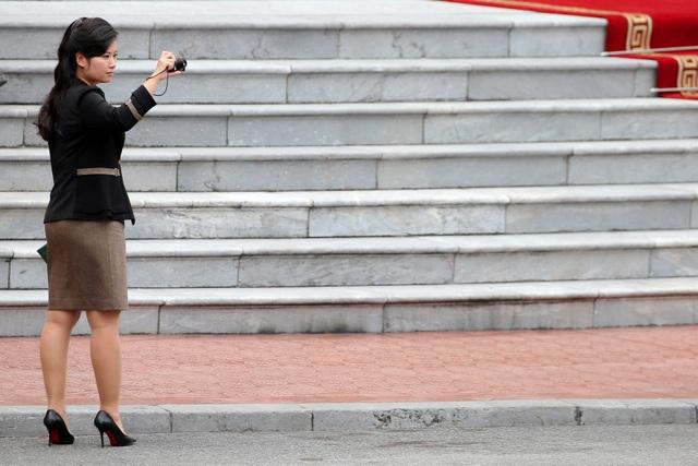 Những phụ nữ quyền lực tháp tùng Chủ tịch Triều Tiên tới Việt Nam là ai? - 10