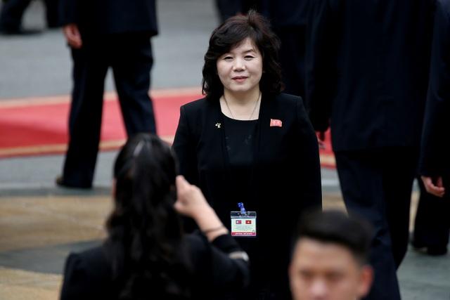 Những phụ nữ quyền lực tháp tùng Chủ tịch Triều Tiên tới Việt Nam là ai? - 13