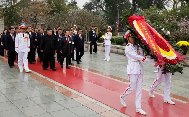 Những khoảnh khắc đẹp của Chủ tịch Kim Jong-un tại Việt Nam trên báo chí quốc tế - 19