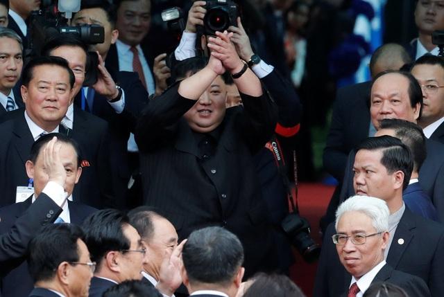 Những khoảnh khắc đẹp của Chủ tịch Kim Jong-un tại Việt Nam trên báo chí quốc tế - 21