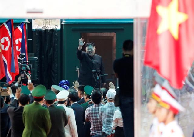 Những khoảnh khắc đẹp của Chủ tịch Kim Jong-un tại Việt Nam trên báo chí quốc tế - 23