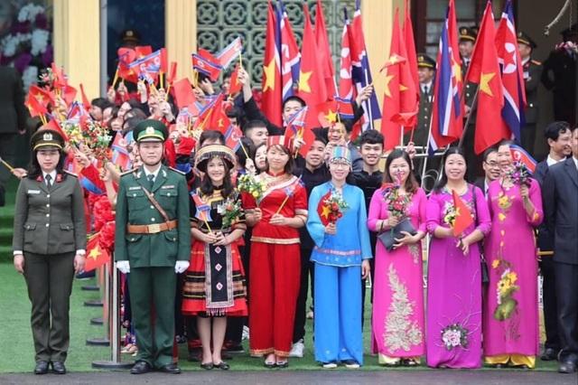 Chủ tịch Kim Jong-un vẫy tay chào Việt Nam, lên tàu về nước - 16