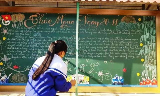 Thầy giáo 8X vẽ tranh bằng phấn trắng trên bảng đen - 10