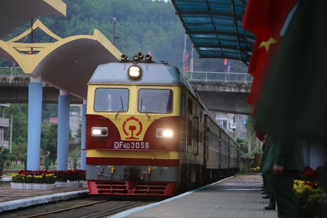 Chủ tịch Kim Jong-un vẫy tay chào Việt Nam, lên tàu về nước - 10