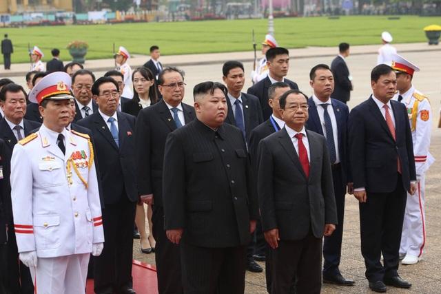 Chủ tịch Triều Tiên Kim Jong-un vào Lăng viếng Chủ tịch Hồ Chí Minh - 5