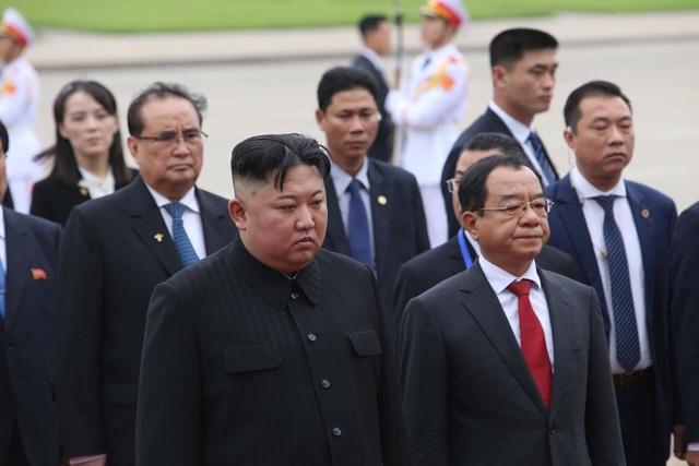 Chủ tịch Triều Tiên Kim Jong-un vào Lăng viếng Chủ tịch Hồ Chí Minh - 6