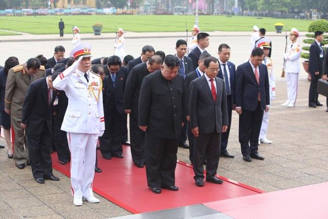 Chủ tịch Triều Tiên Kim Jong-un vào Lăng viếng Chủ tịch Hồ Chí Minh - 1