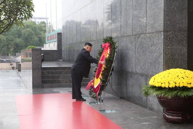 Chủ tịch Triều Tiên Kim Jong-un vào Lăng viếng Chủ tịch Hồ Chí Minh - 4
