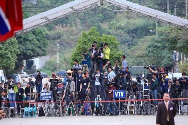 Chủ tịch Kim Jong-un vẫy tay chào Việt Nam, lên tàu về nước - 13