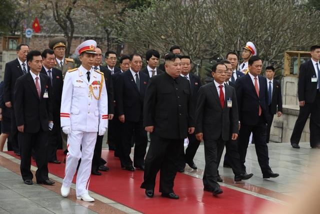 Chủ tịch Triều Tiên Kim Jong-un vào Lăng viếng Chủ tịch Hồ Chí Minh - 9