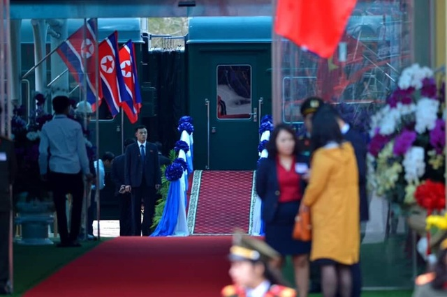 Chủ tịch Kim Jong-un vẫy tay chào Việt Nam, lên tàu về nước - 12