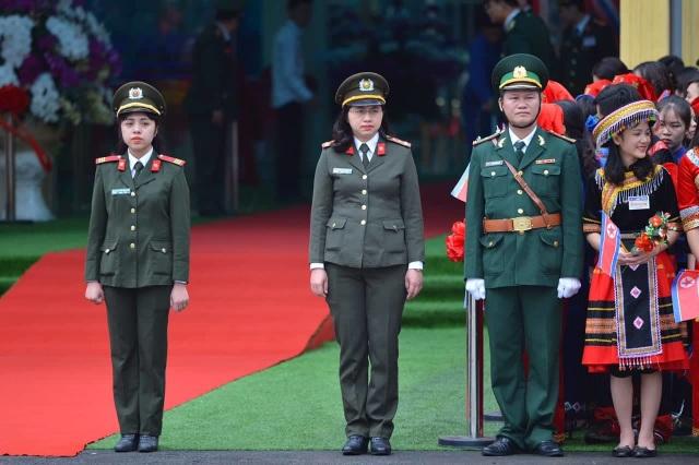 Chủ tịch Kim Jong-un vẫy tay chào Việt Nam, lên tàu về nước - 8