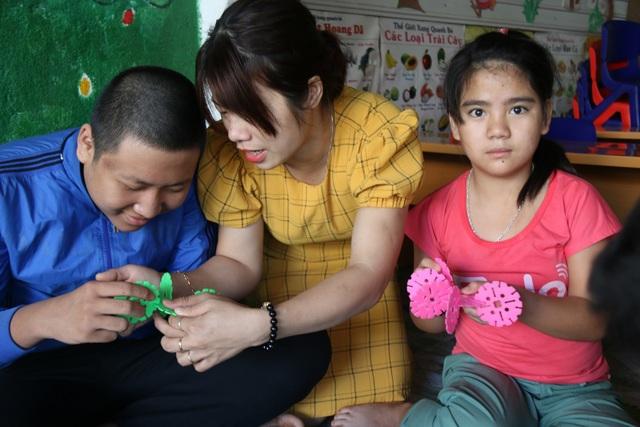 """Tâm sự của cô giáo nhận dạy trẻ chuyên biệt, từng mang tiếng... """"bị điên"""" - 1"""