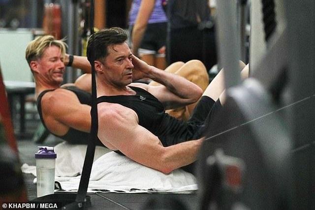 Người sói Hugh Jackman khoe cơ bắp cuồn cuộn ở tuổi 51 - 5