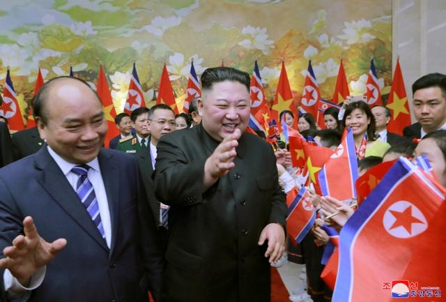 Truyền thông Triều Tiên đăng bộ ảnh ấn tượng về chuyến thăm Việt Nam của ông Kim Jong-un - 10