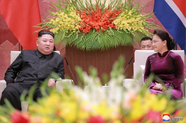 Truyền thông Triều Tiên đăng bộ ảnh ấn tượng về chuyến thăm Việt Nam của ông Kim Jong-un - 13