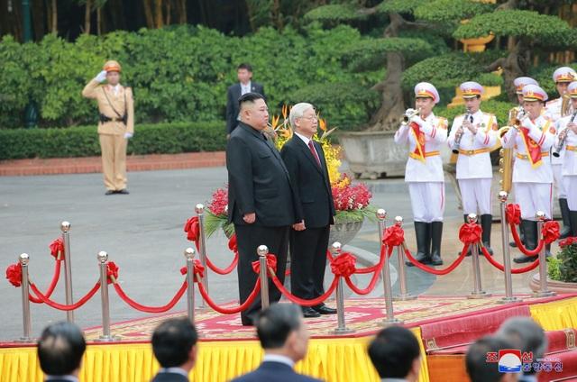 Truyền thông Triều Tiên đăng bộ ảnh ấn tượng về chuyến thăm Việt Nam của ông Kim Jong-un - 2