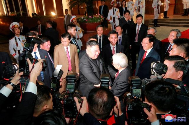 Truyền thông Triều Tiên đăng bộ ảnh ấn tượng về chuyến thăm Việt Nam của ông Kim Jong-un - 8