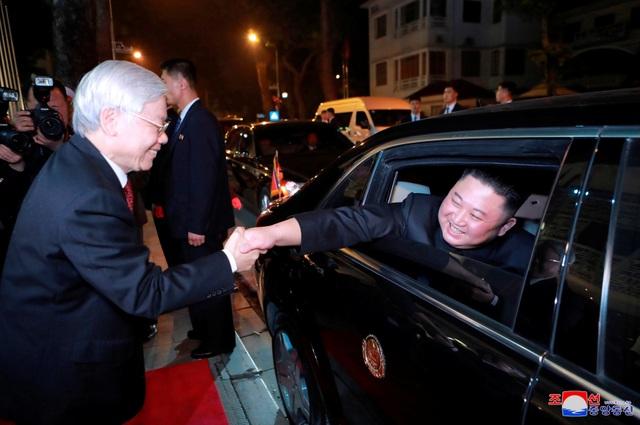 Truyền thông Triều Tiên đăng bộ ảnh ấn tượng về chuyến thăm Việt Nam của ông Kim Jong-un - 9