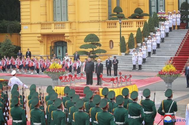 Truyền thông Triều Tiên đăng bộ ảnh ấn tượng về chuyến thăm Việt Nam của ông Kim Jong-un - 1