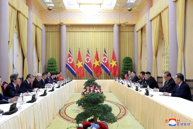 Truyền thông Triều Tiên đăng bộ ảnh ấn tượng về chuyến thăm Việt Nam của ông Kim Jong-un - 4