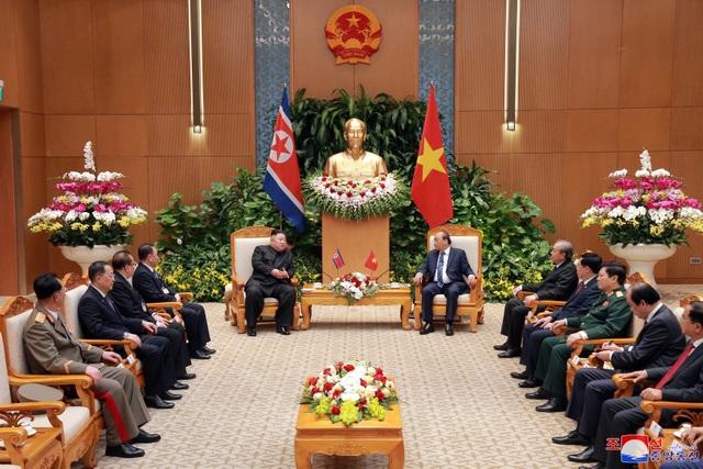 Truyền thông Triều Tiên đăng bộ ảnh ấn tượng về chuyến thăm Việt Nam của ông Kim Jong-un - 11