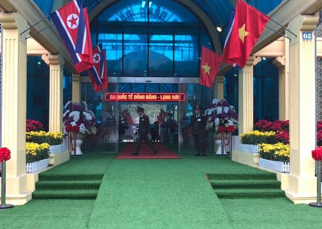 Chủ tịch Kim Jong-un vẫy tay chào Việt Nam, lên tàu về nước - 17