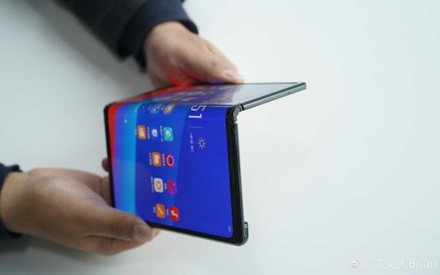 Ngắm bản concept smartphone màn hình gập của Oppo - 1
