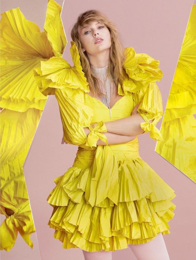 Taylor Swift xinh đẹp tái xuất  - 1